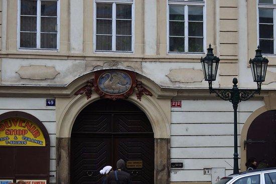 """Prague, Czech Republic: Дом """"У белого лебедя"""""""