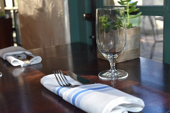 Menlo Park, Californië: Check out our new place settings now, at the Blue Garden Café!