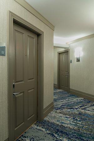 Crystal Lodge Hotel: Hallway in Crystal Wing