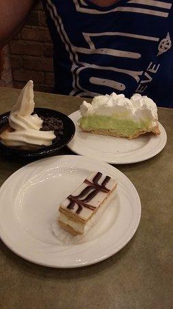 Garden Court Buffet: Great desserts