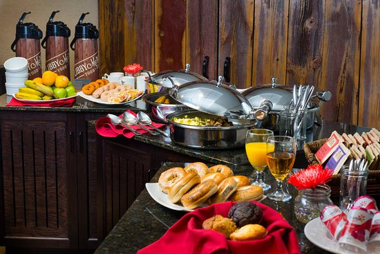 Marshfield, WI: Complimentary Hot & Cold Breakfast Buffet