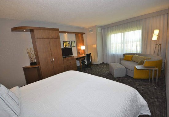 Arden, NC: King Guest Room at Courtyard by Marriott Asheville Airport