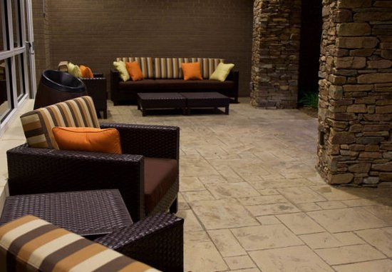 Arden, NC: Courtyard by Marriott Asheville Airport Outdoor Patio