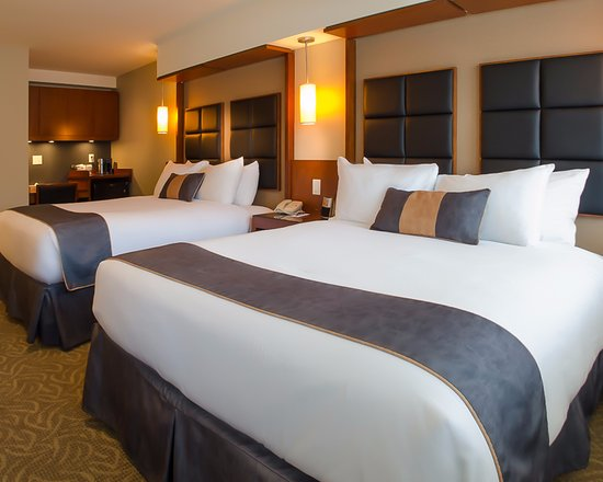 Coast Penticton Hotel: Superior Room - 2 Queens