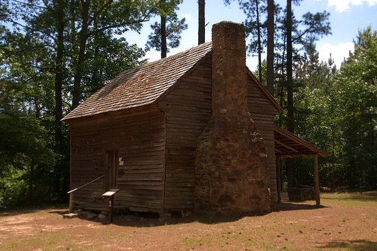Washington, GA: Log Cabin ca 1785 over 200 years old! Come hear the story behind why this cabin was built.