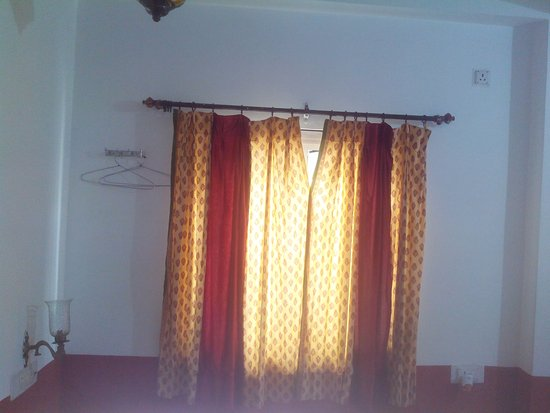 Hotel Thamla Haveli : The Curtains and a lone space for clothes to hang