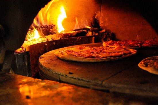 Cocinando | Cocinando Pizzas En Nuestro Horno Italiano Picture Of Lenos