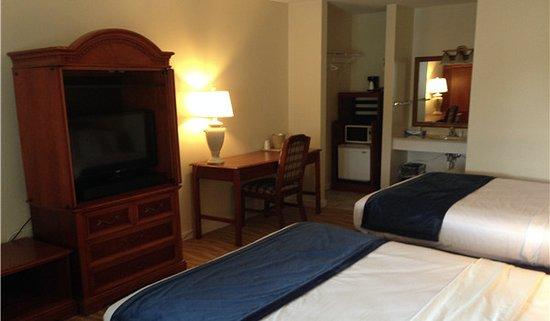 Chincoteague Inn: Two Queen Beds