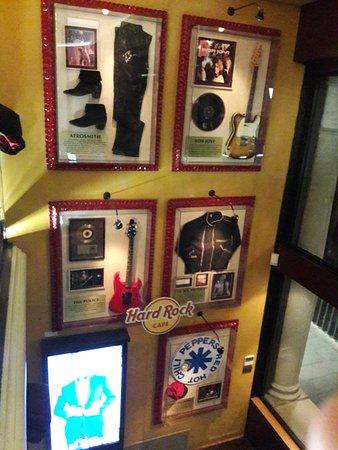 Hard Rock Cafe: Alcuni pezzi della collezione esposta