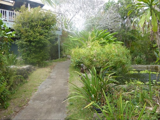 Rainbow Plantation B&B: Etage : le propriétaire. En dessous : 2 chambres pour 4.