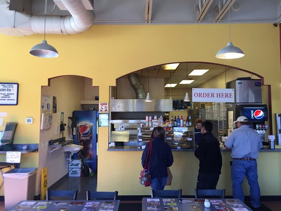 Russo's Pizza & Wings: Counter