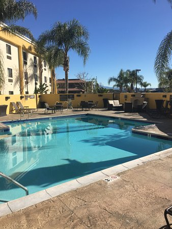 Best Western Plus Arrowhead Hotel: Outdoor swimming pool Best Western PLUS Colton