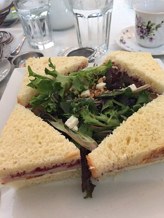 Rockville Centre, นิวยอร์ก: Crusted goat cheese and turkey sandwich