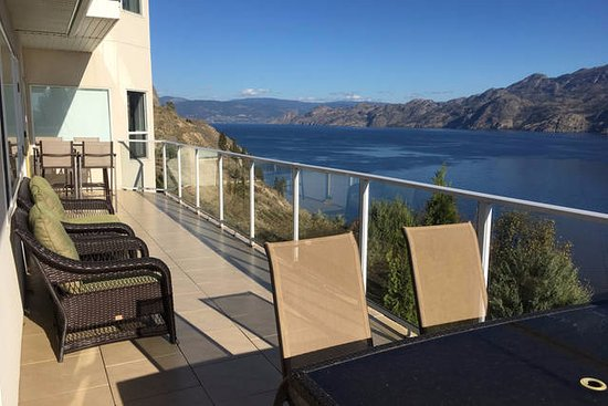 Summerland, Kanada: Patio with amazing lake view