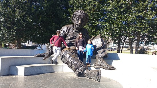 Albert Einstein Memorial : Requisite photo op