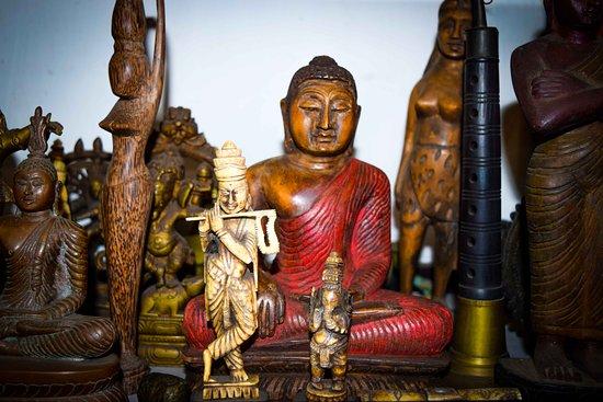 Sriya & Daya Curio Shop