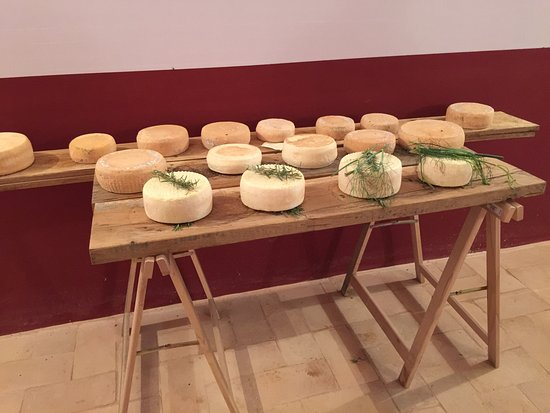 Agriturismo Le Mandrie di San Paolo: the cheese being made