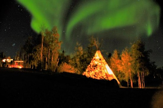 Yellowknife Northern Lights Visa Tour ...