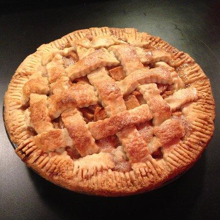 Fort Saskatchewan, Canadá: In house made Apple Pie...served warm w/ vanilla ice cream..