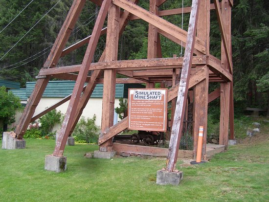 Rossland, Kanada: Simulated Mine Shaft with interpretive signage.