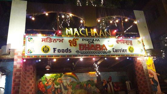 Pritam Da Dhaba : The open air area of the restaurant