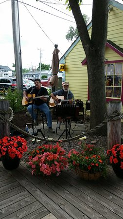 Olcott, NY: Live music on Friday nights in the summer
