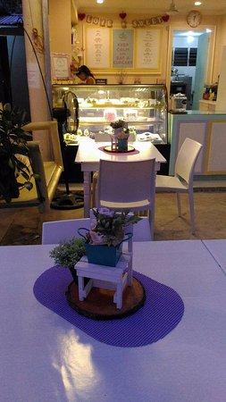 Cupcake Island Cakery: Al fresco