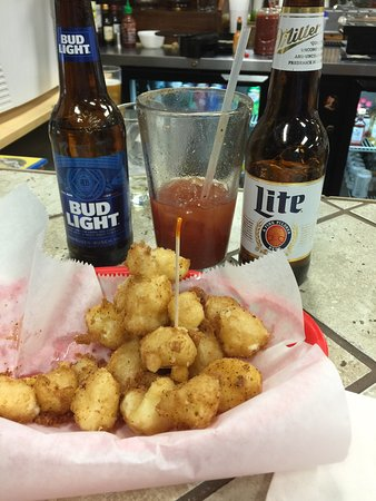 Somerset, WI: Good pizza, still the best cheese curds ever!!!