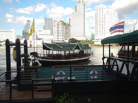 ذا بينينسولا بانجكوك: Free hotel shuttle across the river