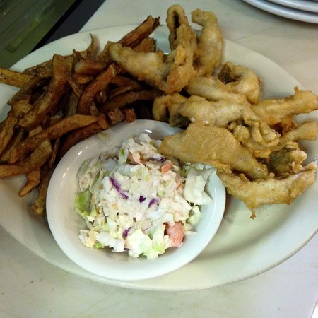 ‪‪Rouses Point‬, نيويورك: Fried Perch Dinner w/ff, cole slaw and a roll.  Seasonal November-Mid April.‬