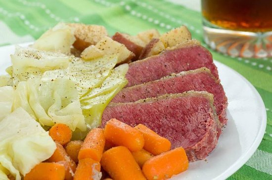 ‪‪Rouses Point‬, نيويورك: St Paddy's Day Special- Corned Beef and Cabbage w/carrots and potatoes.‬