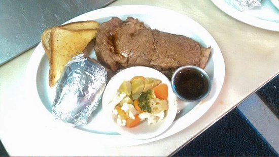 ‪‪Rouses Point‬, نيويورك: Saturdays Special After 4 PM- Prime Rib w/baked potato, vegetable and a roll.‬