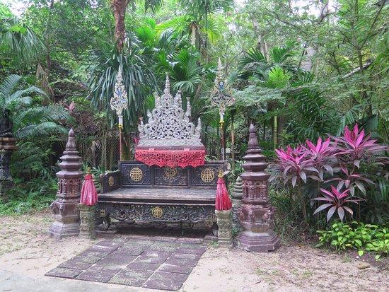 Lipa Noi, Thailand: Sillón