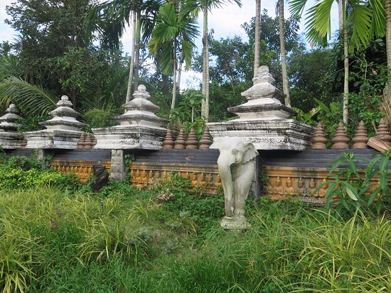 Lipa Noi, Thailand: Muralla