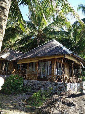Camiguin Volcan Beach Eco Retreat & Dive Resort: Cottage outside
