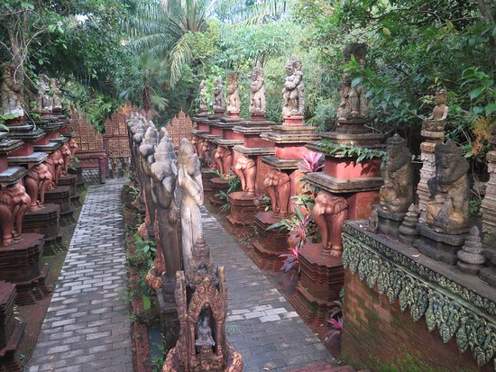 Lipa Noi, Tailandia: Senderos del pasillo de acceso