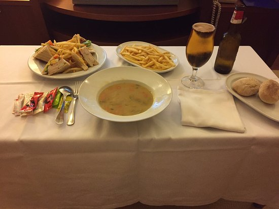 Linda-a-Velha, Portugal: room service