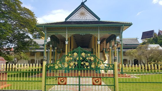 Kota Setar District, Malaysia: Balai Besar is located opposite across the street from the Zahir Mosque in Alor Setar city