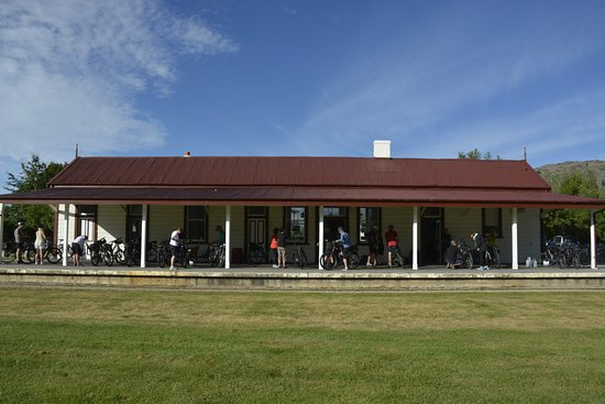 Omakau, New Zealand: getting fitted with our bikes in Clyde