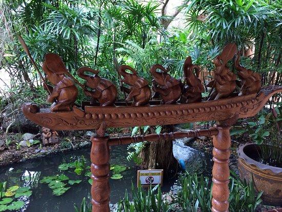 Santhiya Koh Phangan Resort & Spa: Elefanten-Runde beim Kochen