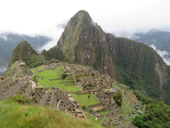 Alpaca Expeditions: Mach Picchu with Huayna Picchu behind.