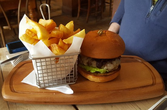 Red Lion: Venison burger and chips - Delicious