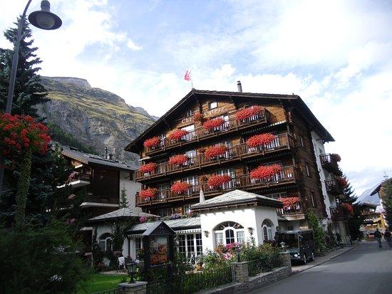 Hotel Chesa Valese : El exterior de Hotel