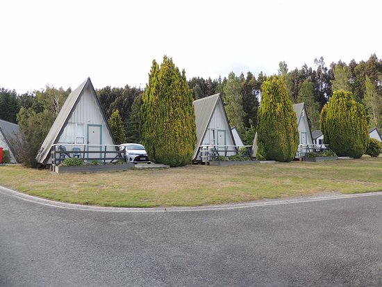 Te Anau Lakeview Holiday Park: some of the smaller cabins on site