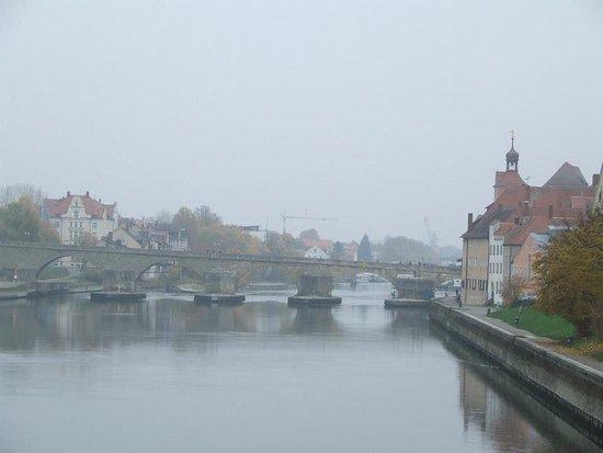Steinerne Brücke: Old Stone Bridge
