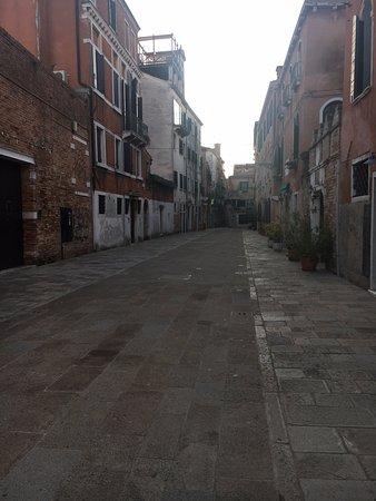 B&B Dorsoduro 461: the street in frond of the B&B