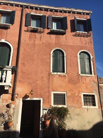 B&B Dorsoduro 461: The facade