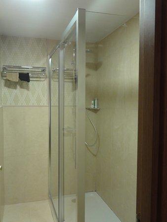 badkamer - Picture of H10 Corregidor Boutique Hotel, Seville ...