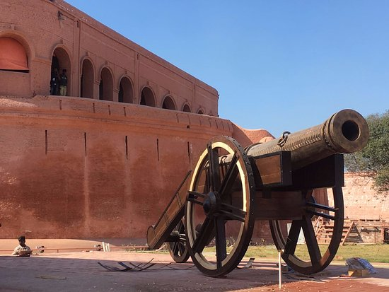 Gobindgarh Fort boasts a very rich historical and cultural legacy
