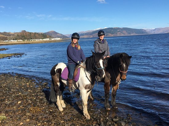 Inveraray, UK: Lovely horses and welcoming staff, very safety conscious and scenery is amazing. Even a short ha